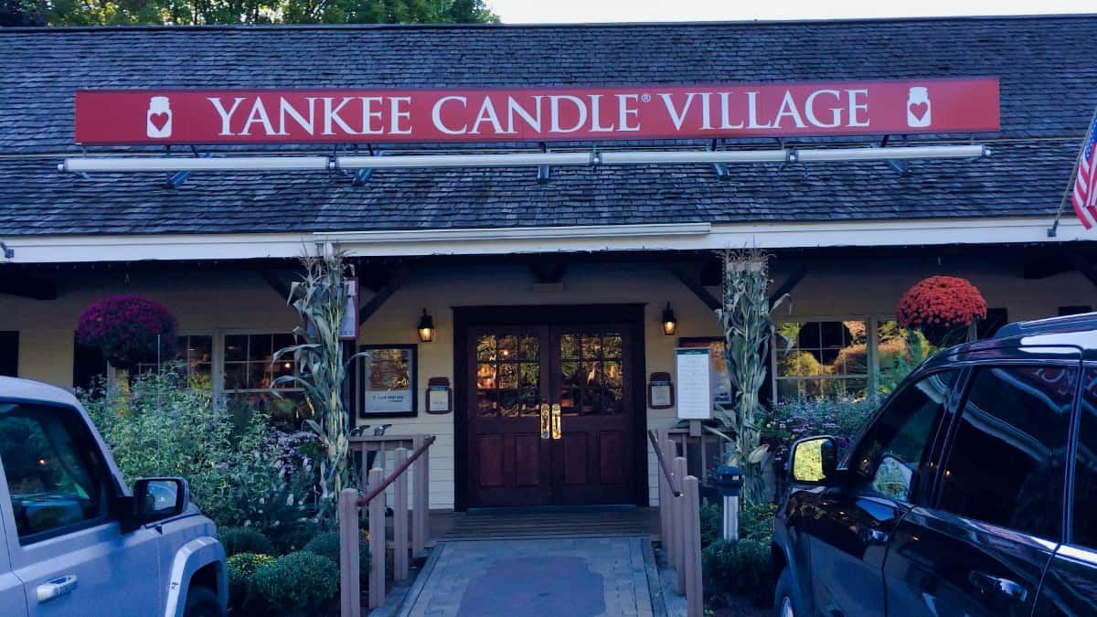 Yankee Candle Village Desktop
